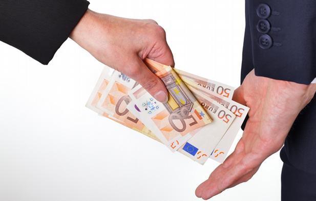 一直以来,欧盟财政拨款的挪用问题和分配机制都备受争议