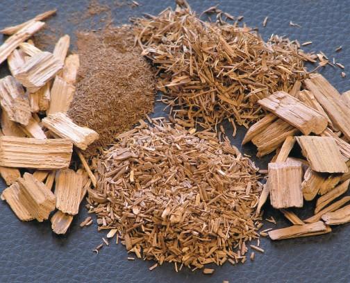 橡木片和不同粗细的橡木屑