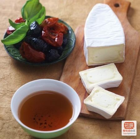 """新鲜奶酪""""天使的善变""""(Caprice des Anges)搭配红茶"""