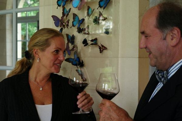 阿丽亚娜·罗斯柴尔德与维加西西里亚酒庄的庄主帕布罗·阿尔瓦雷斯,来源:Eric Pfanner/International Herald Tribune