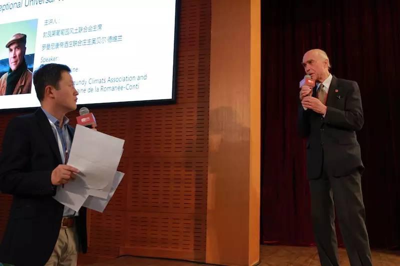 奥贝尔·德维兰先生于风土大会发言后热情回答现场观众提问