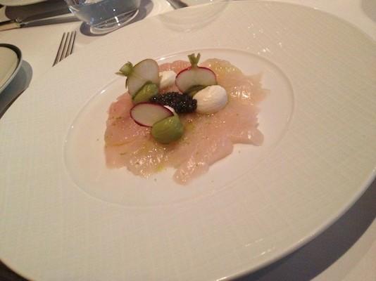 头盘:意式海鲷生鱼片