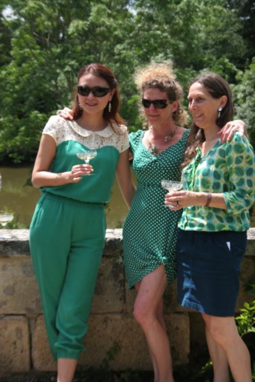 与飞卓酒庄(Figeac)的女儿们在后花园   摄影:高翔