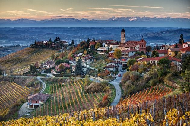 巴罗洛村(Barolo),图片来源:Sergio Massano