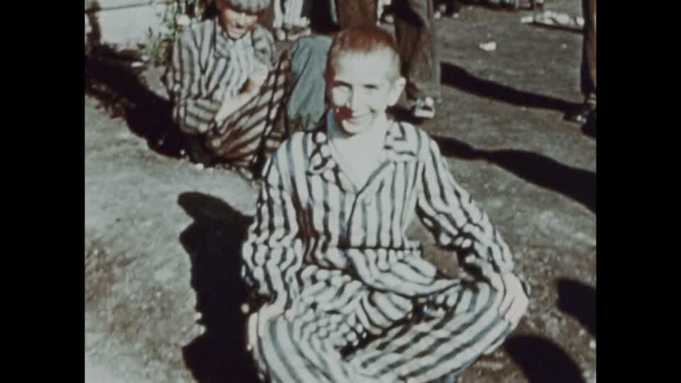 战俘营中的德国男孩