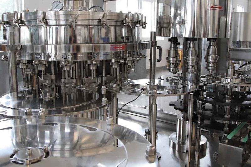 实际上,如今很多国外酒庄的灌装设备还是江苏生产的