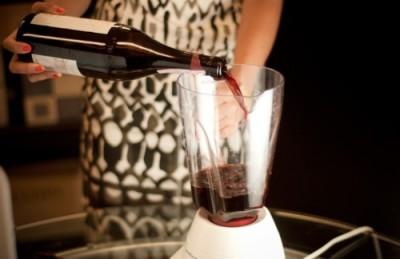 美国一个葡萄酒博客的博主还专门论述过用食品搅拌器来醒Barolo有多有效的……图片来源:Leiti Hsu, Lot18