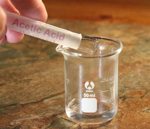 氧化会使酒中出现乙酸,有非常强的挥发性,在嗅觉上呈明显的醋味