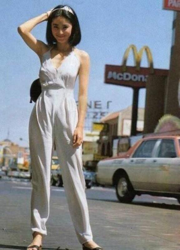 去年火遍全球的连身裤,国产第一大美女林青霞三十年前就穿过了