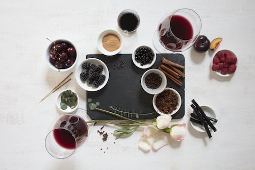巴罗洛的经典香气:红色水果、玫瑰花、香辛料,图片来源:winemag.com