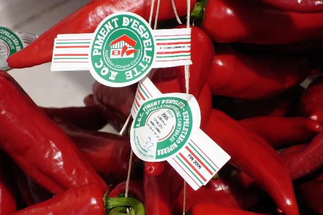 由于AOC在法国是一种农产品认证,所以不少知名产区的肉类,蔬菜,芝士等都和酒一样有自己的AOC