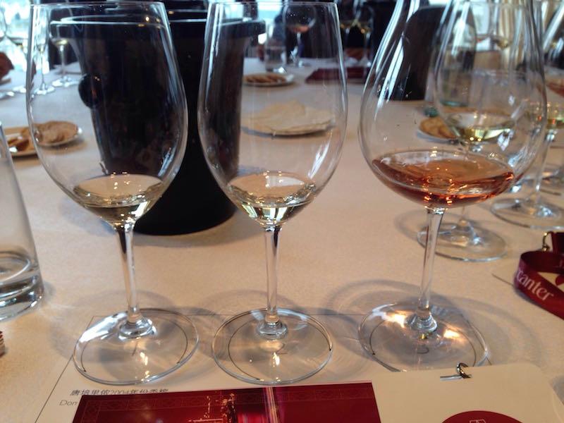 之前在唐佩里侬香槟(Dom Perignon)品鉴会上,主办方提供的杯子,效果很好。