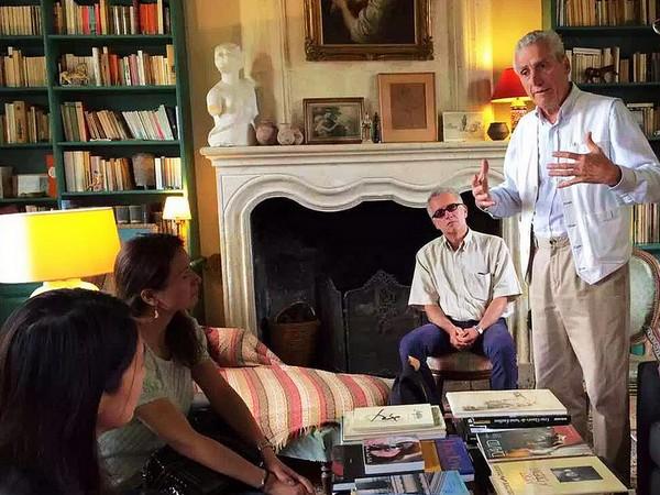 François Mitjavile在向知味团队介绍酒庄的情况