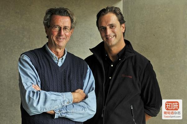 克里斯蒂安·莫艾克斯(Christian Moueix)和他的儿子爱德华·莫艾克斯(Edouard Moueix),图片来源:Ets. Jean-Pierre Moueix