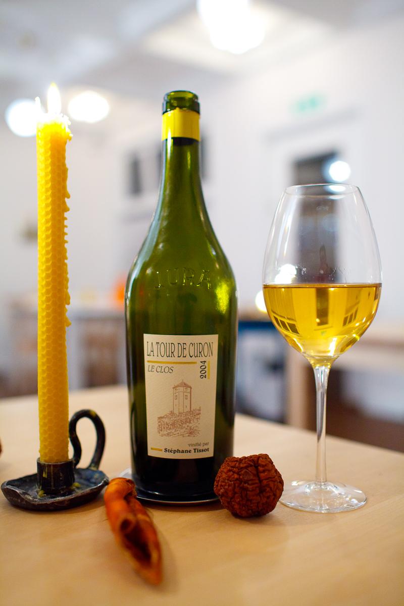 汝拉的葡萄酒也有很有特色的瓶型,来源:Adam Goldberg