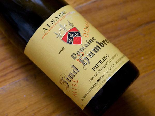 鸿布列什酒庄(Zind-Humbrecht)的入门级雷司令,非常特殊的采用了酒泥接触法增加风味