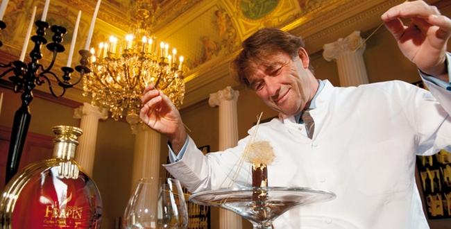 巴黎米其林2星餐馆的厨师Jean-Pierre Vigato用极品干邑与巧克力制作的精致搭配 ,来源:Le Figaro Magazine
