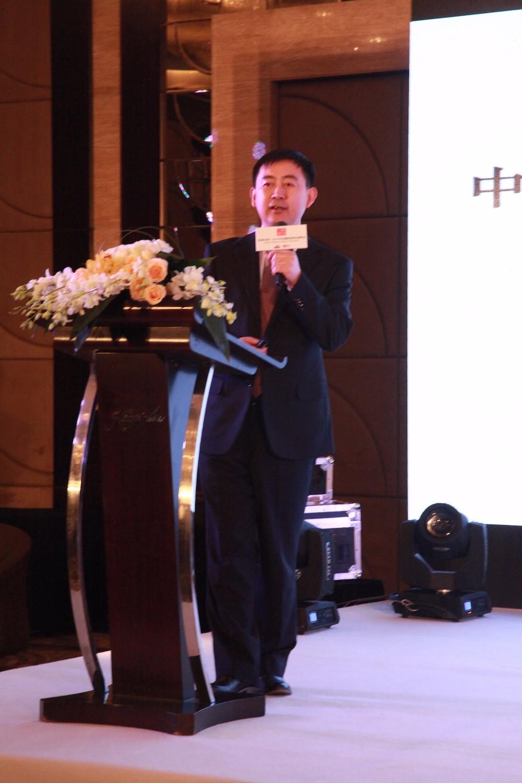北京农学院教授、中国酒业协会葡萄酒分会副秘书长李德美在峰会论坛上发言