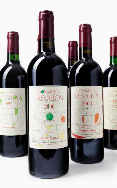 每年变更的酒标取自庄主父亲留下的五十余幅遗作