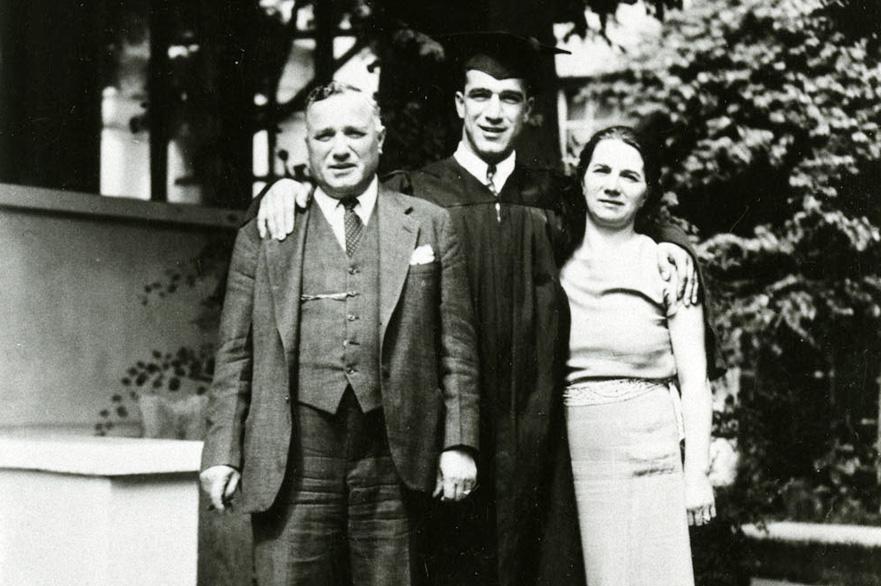 Robert在戴维斯分校毕业时的照片