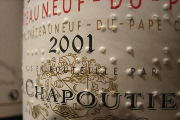 莎普蒂尔酒庄(Chapoutier)酒标上的盲文已成特色,但是不会标注葡萄品种