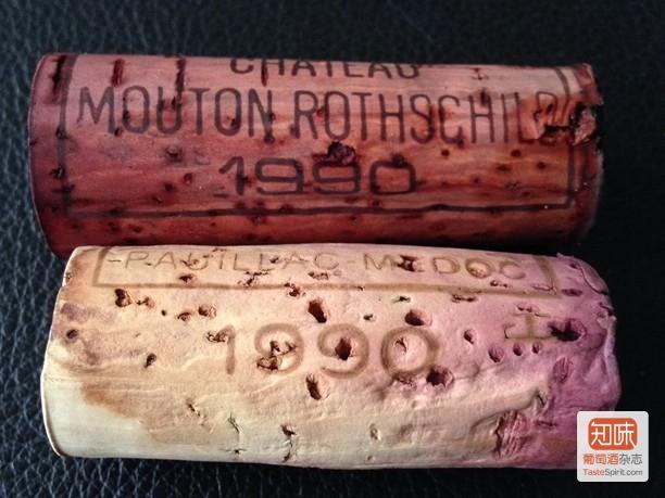 照片上方的是木桐,下方的是拉菲,同年份,浸润度完全不同,再配合酒液颜色,才断定拉菲那瓶是假的。