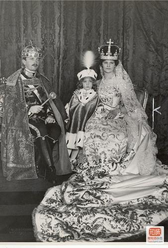 Karl Franz Josef Ludwig Hubert Georg Maria von Habsburg-Lothringen的加冕典礼,对,这是他的全名