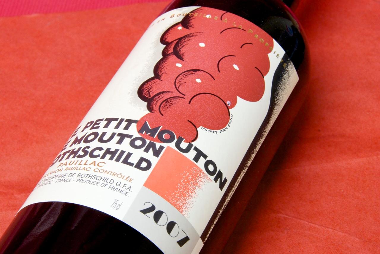 木桐如今的副牌酒小木桐Le Petit Mouton,据说酒标灵感也来自Jean Carlu的画作