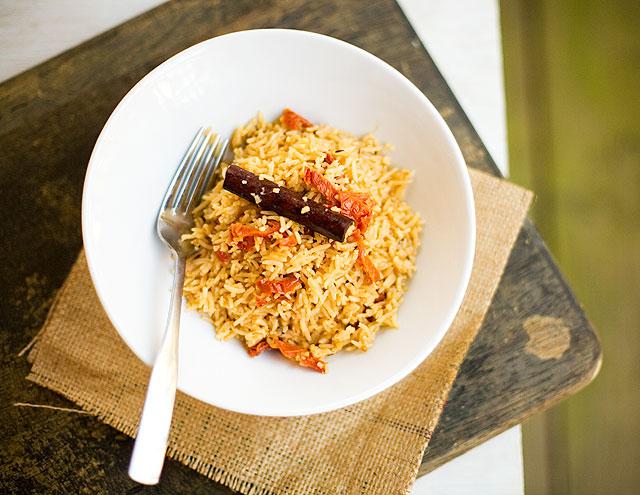 肉桂鸡肉蒸饭,图片来源:indiansimmer.com
