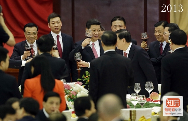 China's President Xi Jinping, Premier Li Keqiang and other top leaders toast each other in Beijing