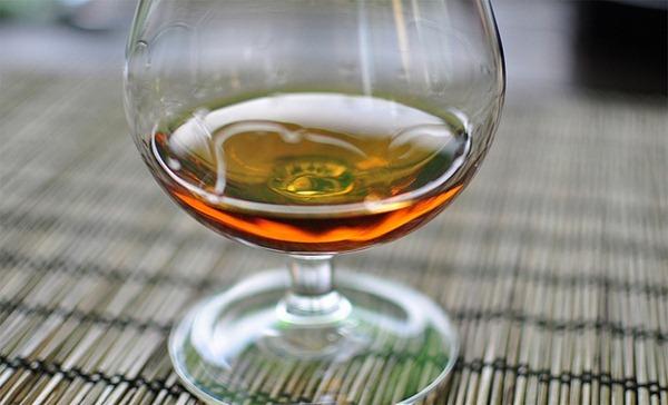 可通过挂壁情况观察酒的粘稠度,来源:Ciprian C.