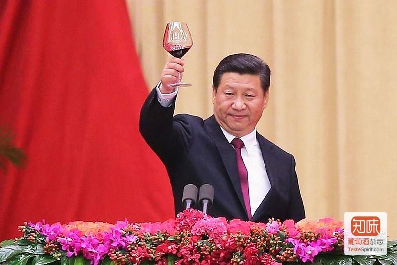 2014年国庆招待会上习近平总书记祝酒,图片来源:学习粉丝团