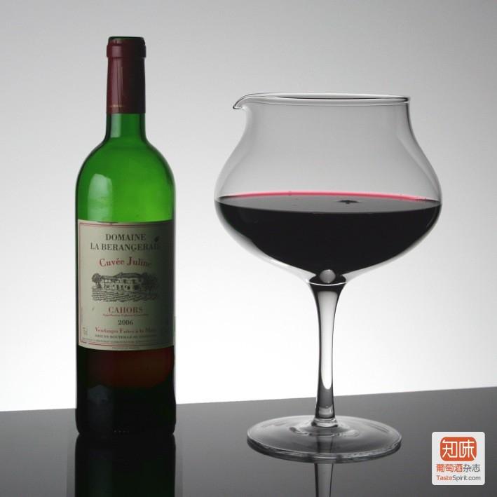 其实醒酒只要有个干净的容器给酒安静的呆着就可以,图片来源:terroirs.ie