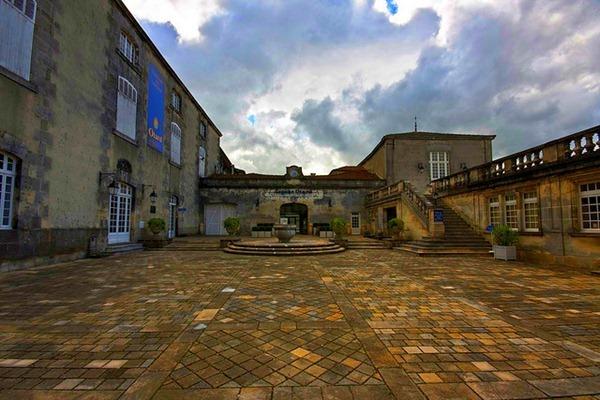 这是干邑最古老的蒸馏厂,Château Otard   图片来源:Styggiti
