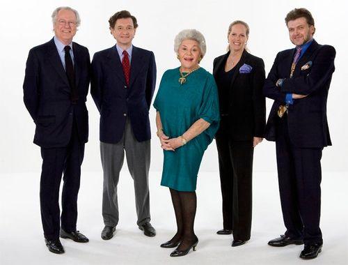 三个家族的合作,从左往右:Eric男爵(拉菲集团),菲利普-塞雷斯男爵和他母亲菲利萍女爵(木桐集团),Ariane女爵与Benjamin男爵夫妇(洛希尔金融集团)
