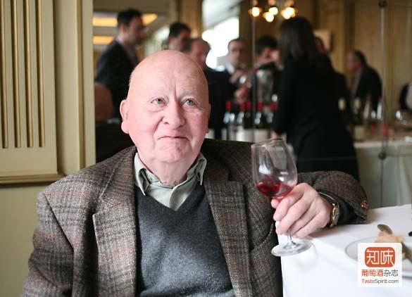 Étienne de Montille极受尊敬的父亲,Hubert de Montille去年11月在午餐享用一杯自己酿制的佳酿时仙逝