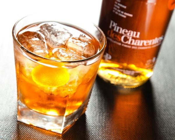 法国夏朗德省(Charentes)著名的夏朗特皮诺甜酒(Pineau-des-charentes)
