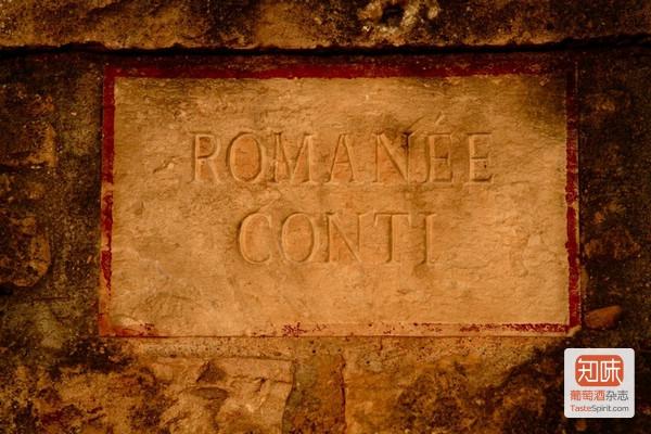 罗曼尼康帝特级园(la Romanée Conti)标志性的石墙铭牌,来源:DRC
