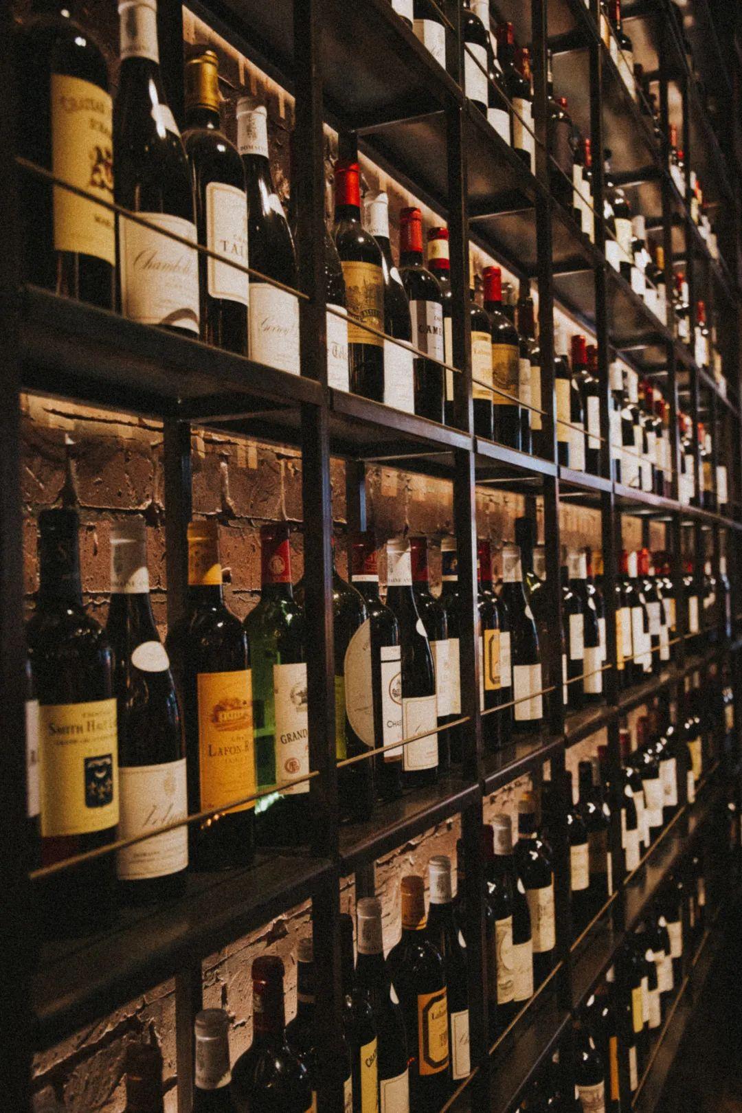 """每瓶酒喝起来都是""""真香"""",到底是我不行,还是酒不行?"""