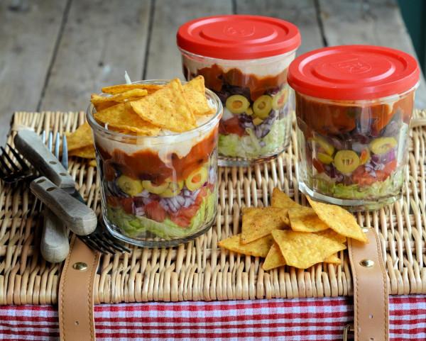 时下大热的玻璃罐沙拉,吃前摇一摇,图片来源:Karen Booth