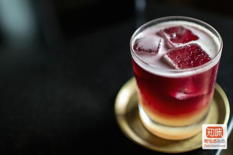 又酸又涩的酒?还真不如兑雪碧加冰块当鸡尾酒喝吧,图片来源:punchdrink.com