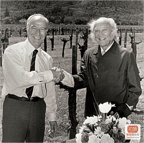 作品一号的双亲:Robert Mondavi(左)与Philippe de Rothschild男爵(右)
