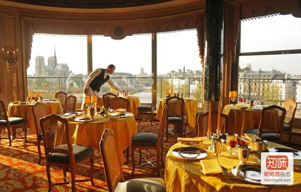位于巴黎塞纳河畔同样历史悠久的银塔餐厅la Tour d'Argent,图片来源:银塔餐厅