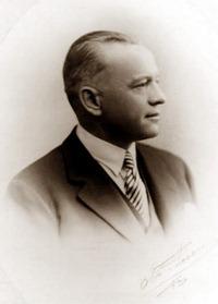 伯兰爵香槟(Bollinger)的创始人Jacques Bollinger,来源:Bollinger