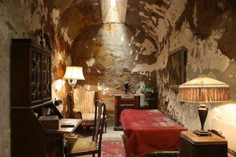 在已经被关闭的费城东方国家监狱里,Al Capone曾经有一间专用的小单间