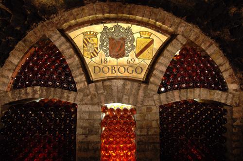 酒庄的酒窖,图片来源:Dobogo