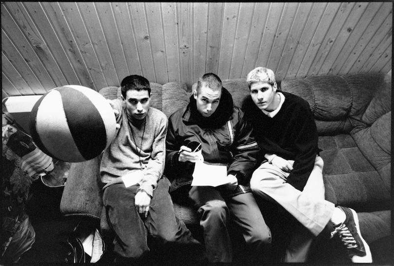 70年代美国的偶像团体Beastie Boys的专辑《Check Your Head》里一首歌就叫Blue Nun