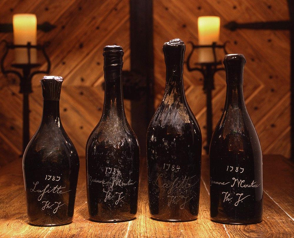 比尔·科克(Bill Koch)手中的四瓶杰弗逊收藏