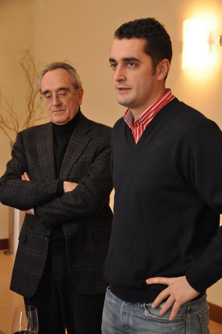 帕图斯Pétrus的酿酒师让-克洛德(Jean-Claude Berrouet)和奥利维尔·贝汝艾(Olivier Berrouet)父子