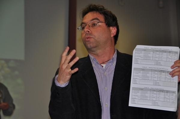 勃艮第大学葡萄酒学院研究员,葡萄酒感官分析专家Jordi BALLESTER在介绍评选标准